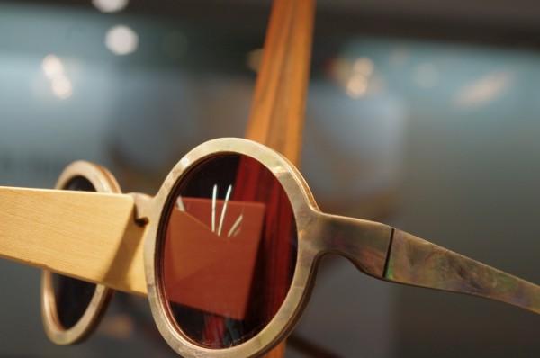 w-eye (Italy), pearl on wood frame