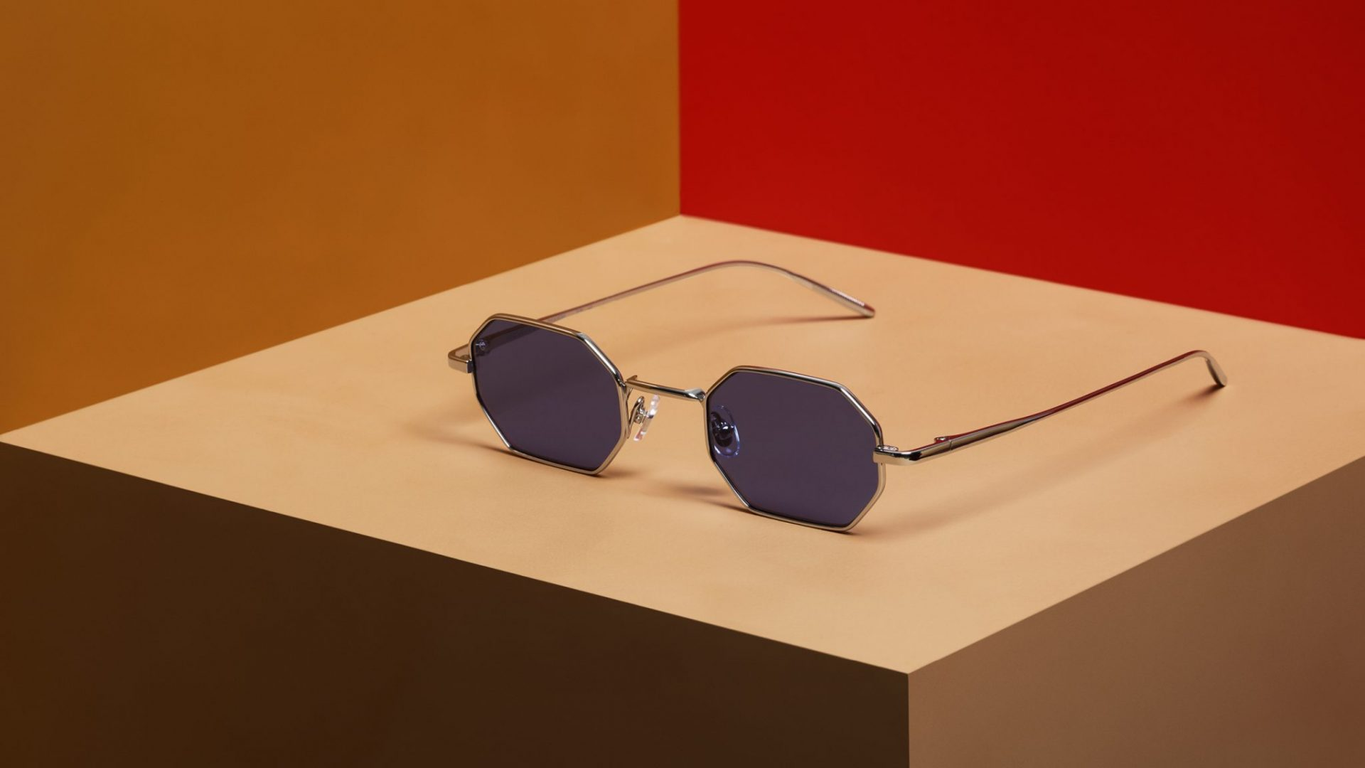 Gigi Barcelona Sun is the ultimate equilibrium between comfortable style and a contemporary touch. Unisex sunglasses: timeless aviator, cat eye, rectangular, square, round and oval shapes.