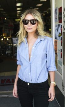 c8ba51b3f8a Mary Kate   Ashley Olsen Sunglasses Styles Over The Years Celebrity Glasses