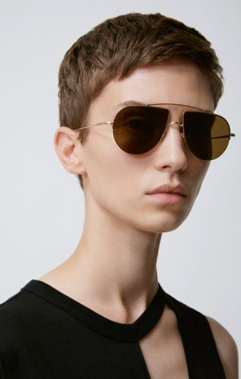 12 New Takes On The Classic Aviators Buy Shop Online Stores Glasses Online Eyeglasses Shopping Oliver Peoples pour Alain Mikli 2 Oliver Peoples pour Alain Mikli Victoria Beckham Aviators Acne Studio Oliver Peoples Rushmore Gentle Monster Komono Karen Walker Love Hangover